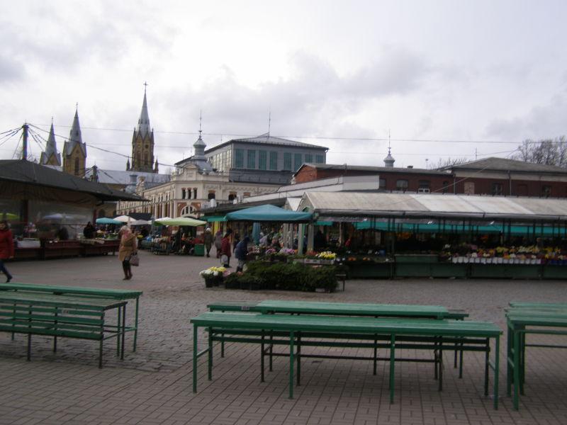 tržiště, kde seženete krásné květiny a ovoce
