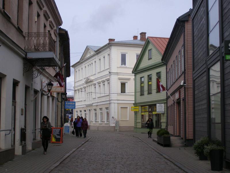 Lotyši jsou velcí vlastenci, vlajky visely na většině domech