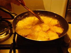 ananas v karamelu