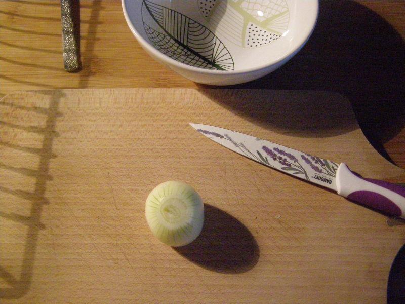 připravíme si očištěnou cibulku