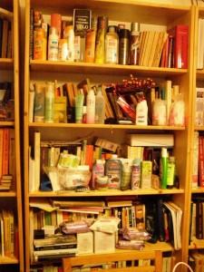 příprava na článek - celý měsíc si nově koupené produkty dávám do knihovny, abych je se začátkem měsíce posbírala a napsala o nich