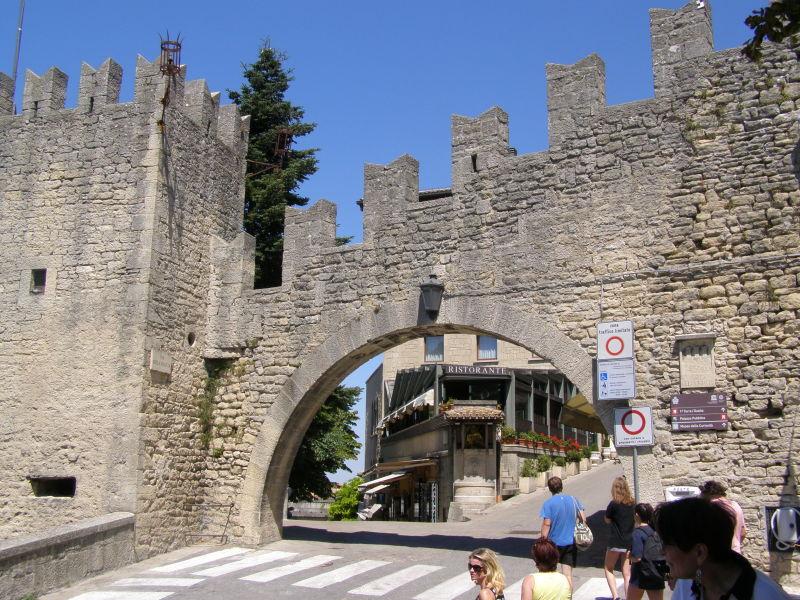 jedna z bran do starého města