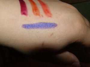 tužka na oči v odstínu Deep Purple