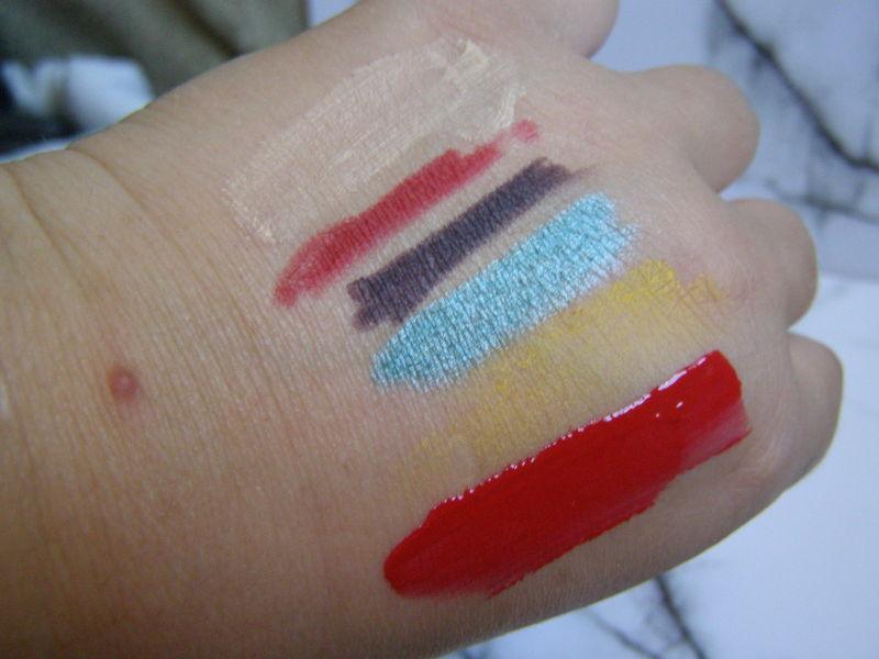 zleva: báze podoční stíny Rimmel, konturka Trend it up, tužka na oči Oriflame, tužka na oči Miss Sporty, stíny Yves Rocher, lesk na rty Essence