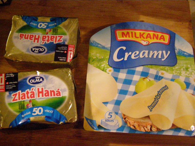 Zlatá Haná - no, není to máslo, ale ta šílená cena másla je fakt děsná. Takže asi tak. Tento krémový plátkový sýr mi moc chutná, a tak si ho občas koupím.